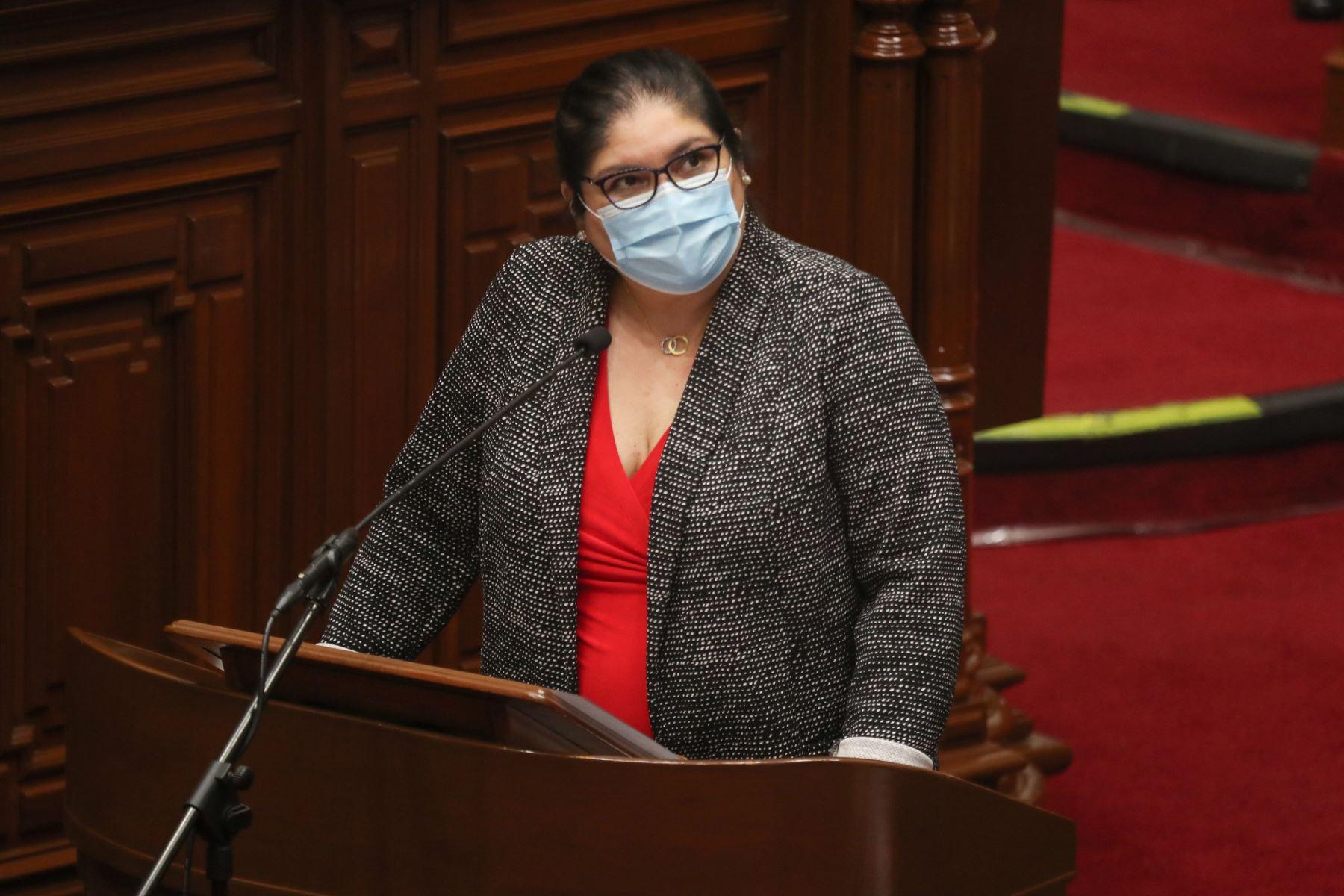 Nuria Esparch,  ministra de Defensa, expone ante el pleno del Congreso para sustentar el presupuesto del sector público 2021.  Foto: ANDINA / PCM