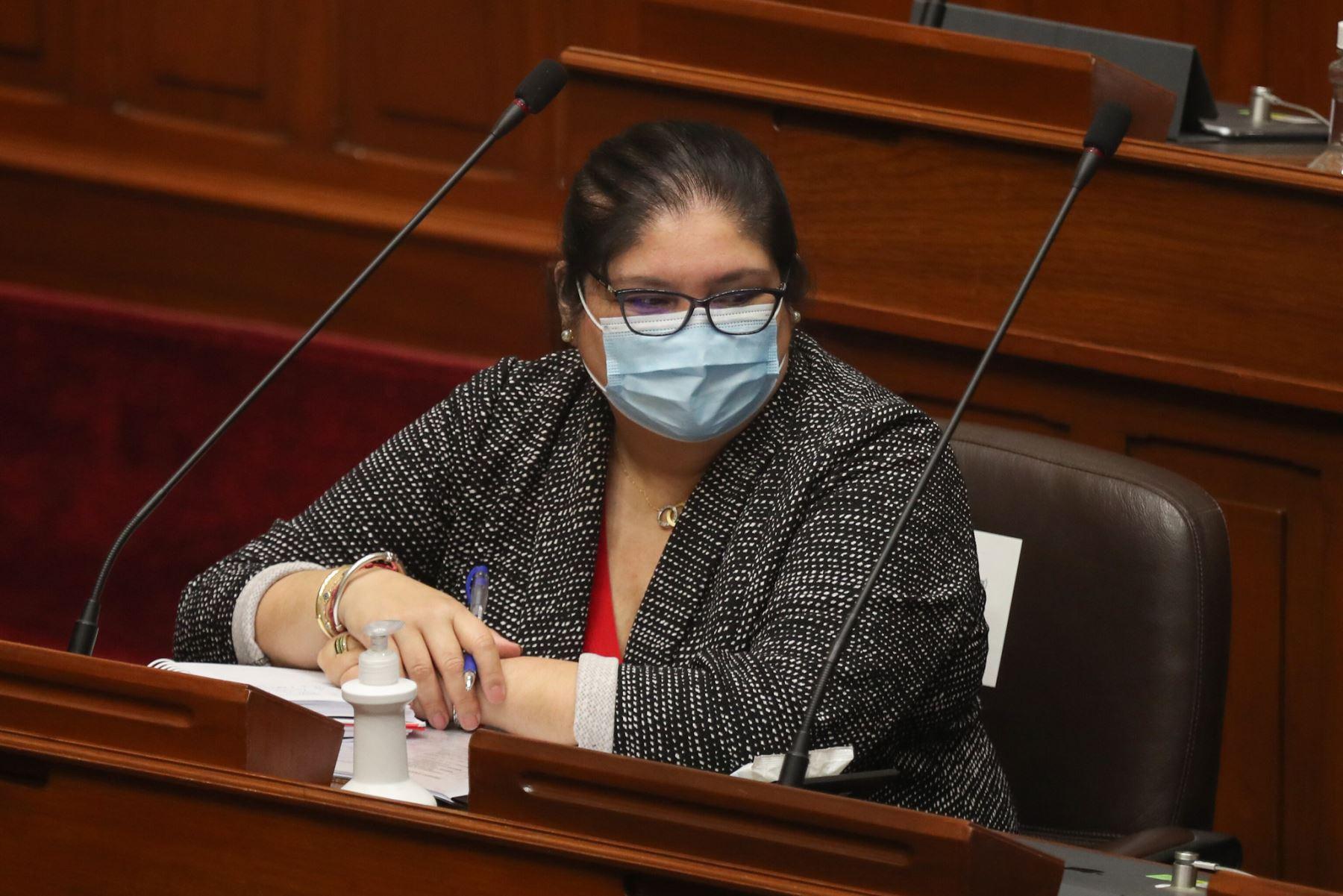 Nuria Esparch, ministra de Defensa. ante el pleno del Congreso para sustentar el presupuesto del sector público 2021.   Foto: ANDINA / PCM