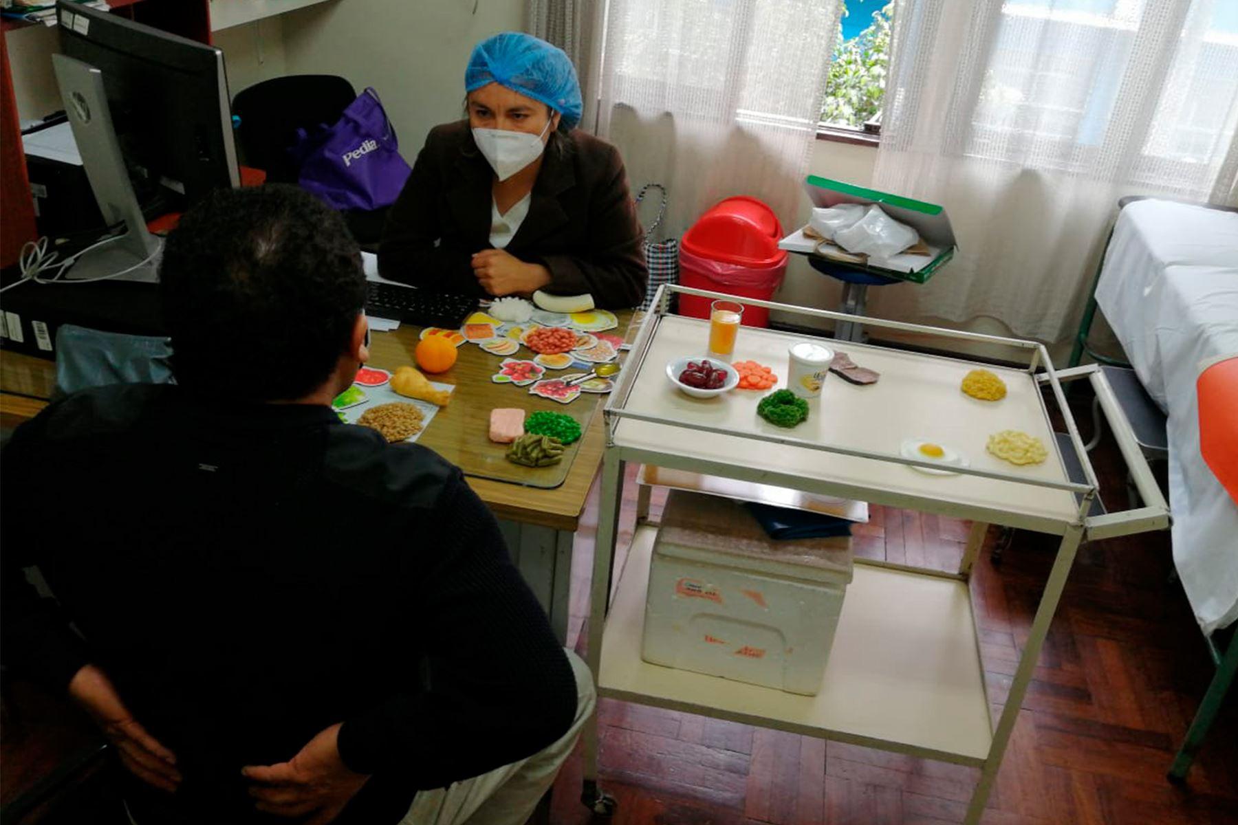 Se necesitan más profesionales de la nutrición para combatir el incremento del sobrepeso y obesidad, la desnutrición infantil y la anemia en el país. Foto: ANDINA/Difusión