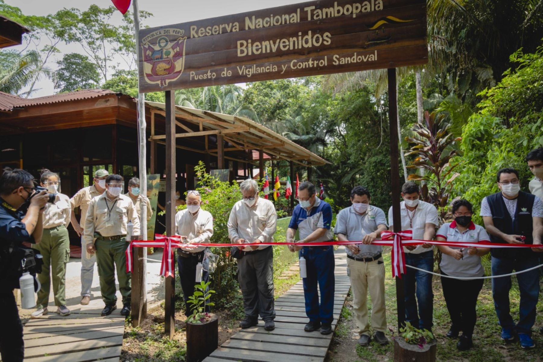 Luego de culminadas exitosamente las labores de implementación de las medidas de bioseguridad que permitirán garantizar la salud de los visitantes, operadores turísticos y personal que labora en esta área natural protegida. Foto: SERNANP