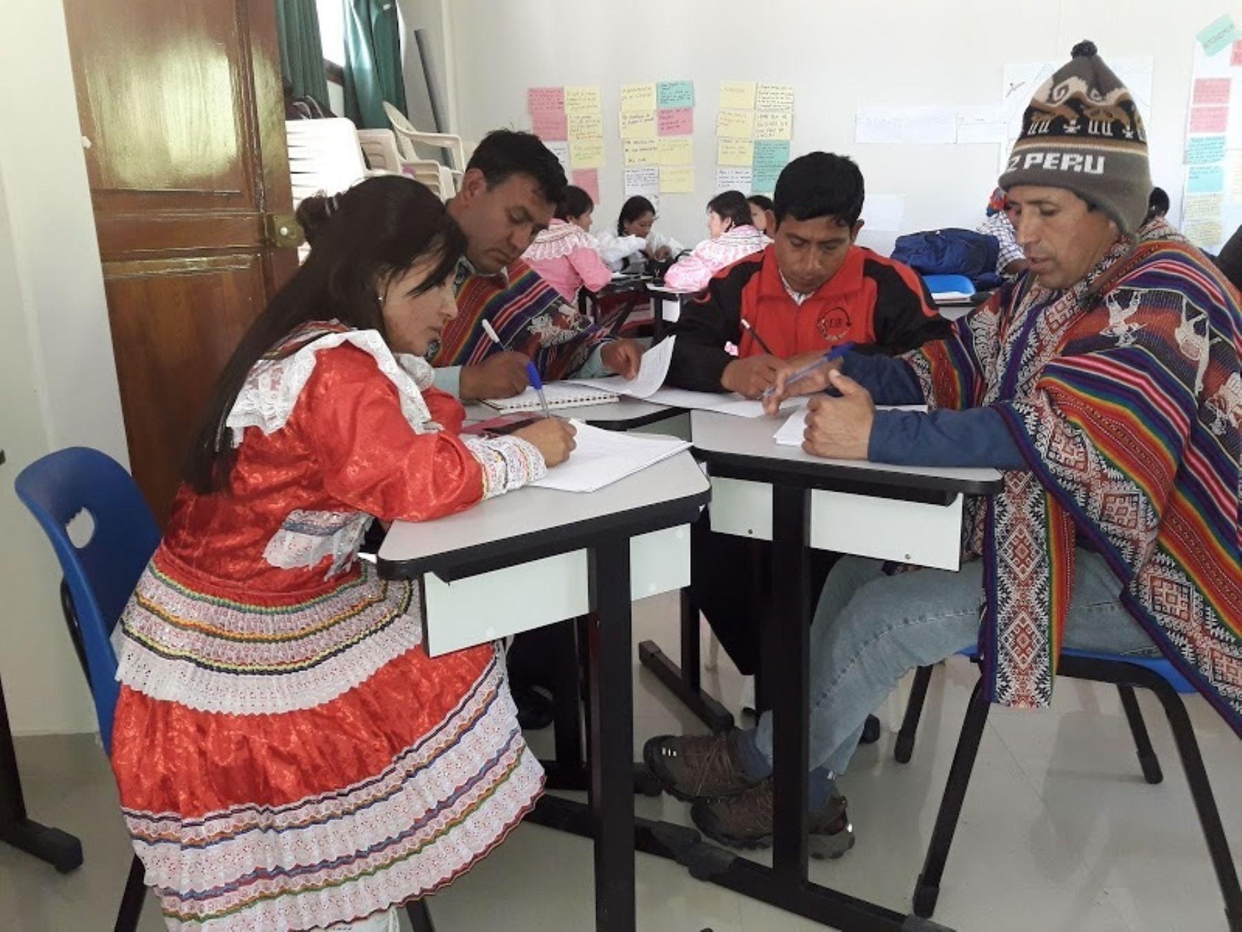 El Ministerio de Educación presentó el manual de escritura y el vocabulario pedagógico del quechua central que se habla en seis regiones del país. ANDINA/Difusión