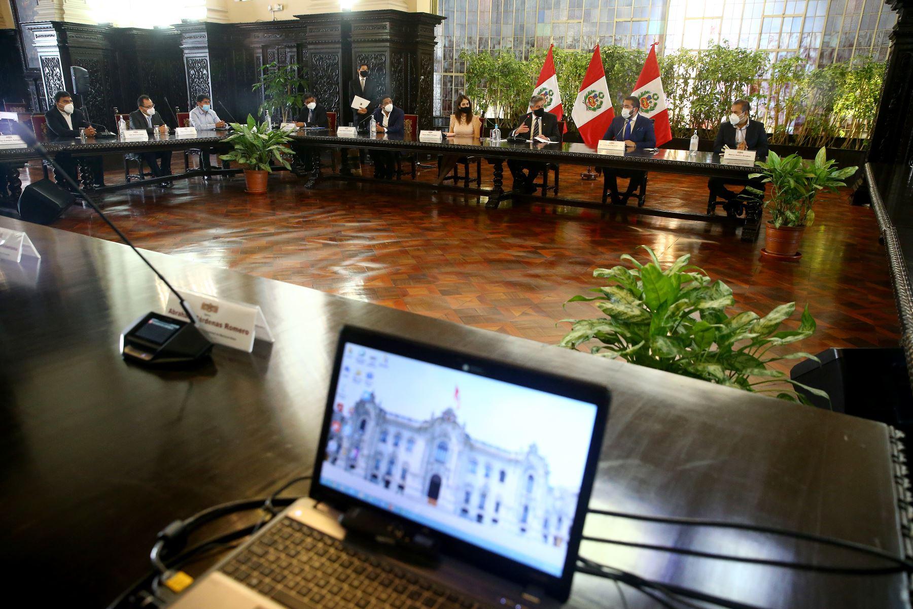 Presidente de la República, Francisco Sagasti, se reunió con representantes de la Asociación de Municipalidades del Perú (Ampe). Foto: ANDINA/Prensa Presidencia