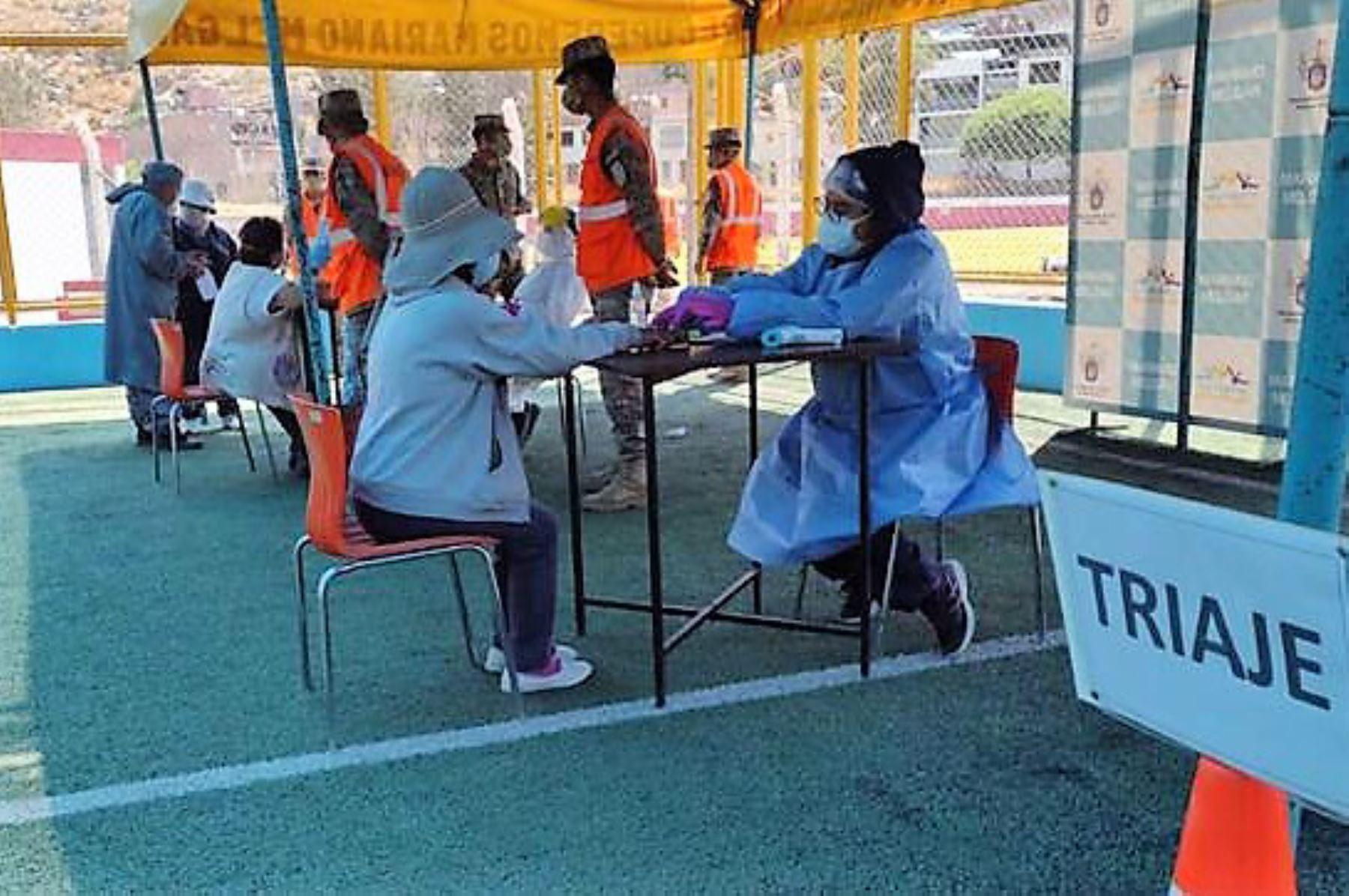 Personal del Minsa, con apoyo de los ministerios de Defensa e Interior, atiende a población vulnerable en la provincia de Arequipa. Foto: ANDINA/Difusión