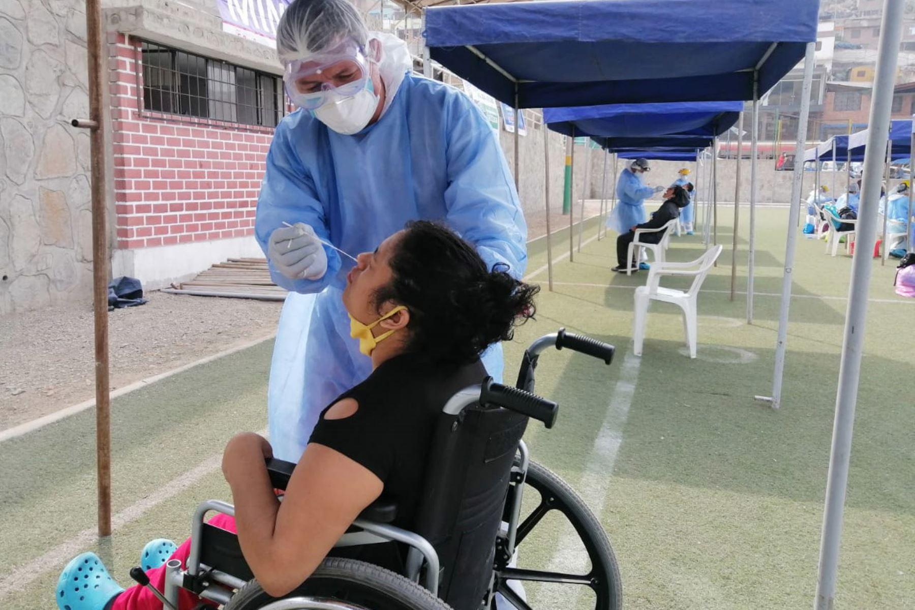 Ministerio de Salud brinda servicio evaluación y descarte de  covid - 19 . Más de 400 personas se hicieron  pruebas moleculares en el distrito de Independencia. Foto: Minsa