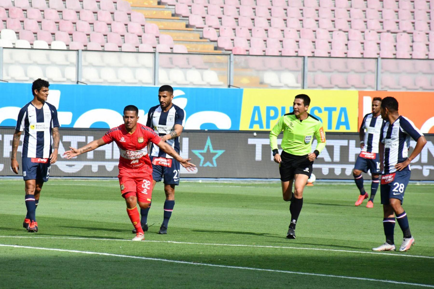 El futbolista M . Valverde de Sport Huancayo   celebra su gol ante Alianza Lima,  durante el partido de la fase 2 por la fecha 9 de la Liga 1 , en el Estadio Nacional.   Foto: @LigaFutProfdel