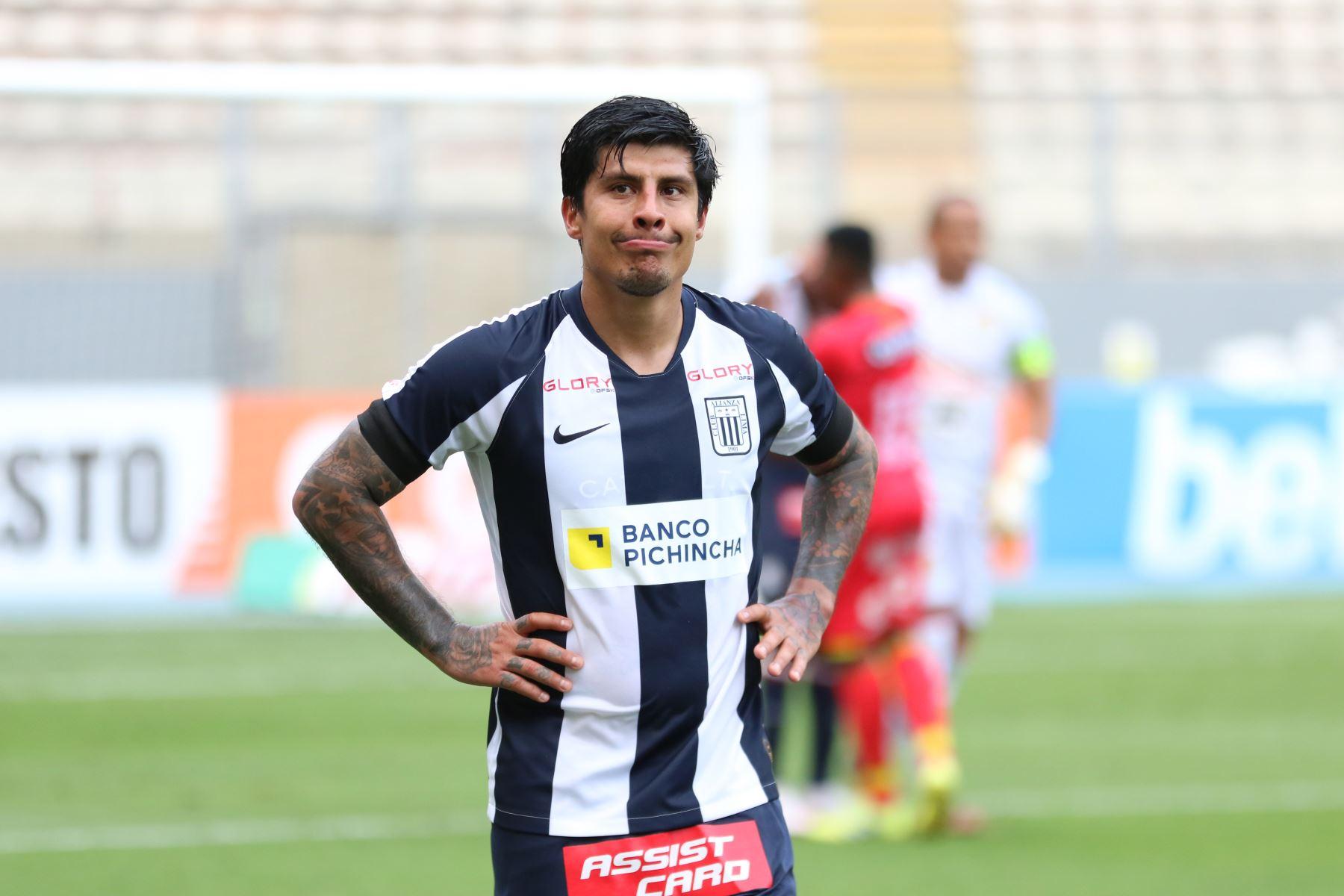 El jugador Patricio Rubio de Alianza Lima sufre la derrota ante Sport Huancayo en el Estadio Nacional, donde Alianza perdió la categoría al quedar en el puesto 18 del torneo. Foto: @LigaFutProf