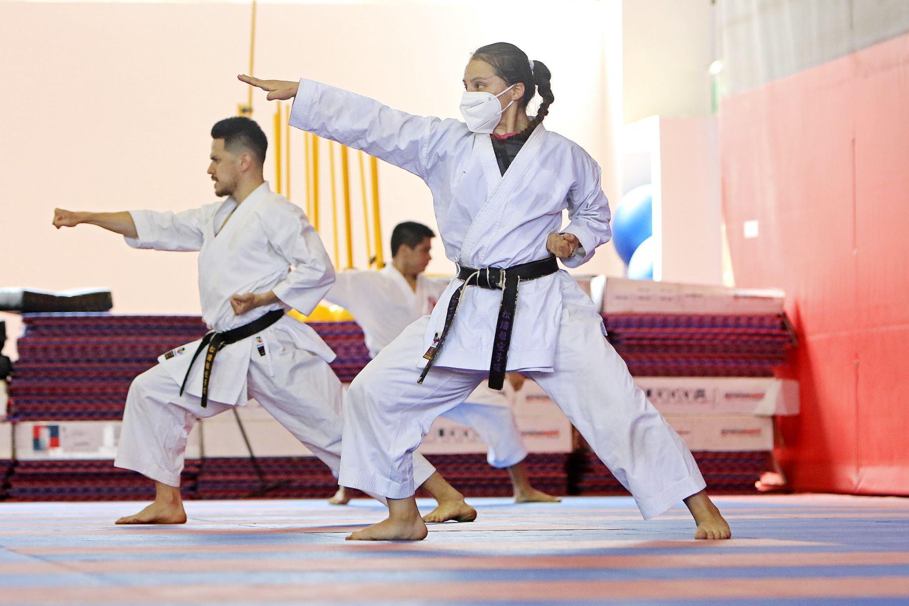 Medallistas en karate se preparan en Videna para clasificar a Tokios 2020