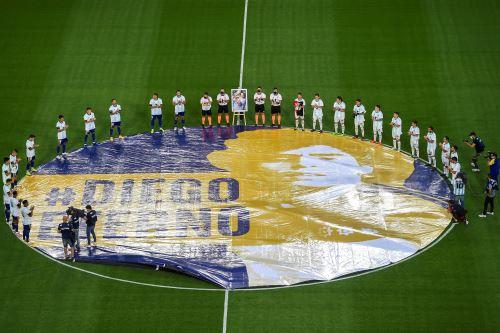 Boca Juniors rinde homenaje a Diego Armando Maradona, antes del partido ante Newell