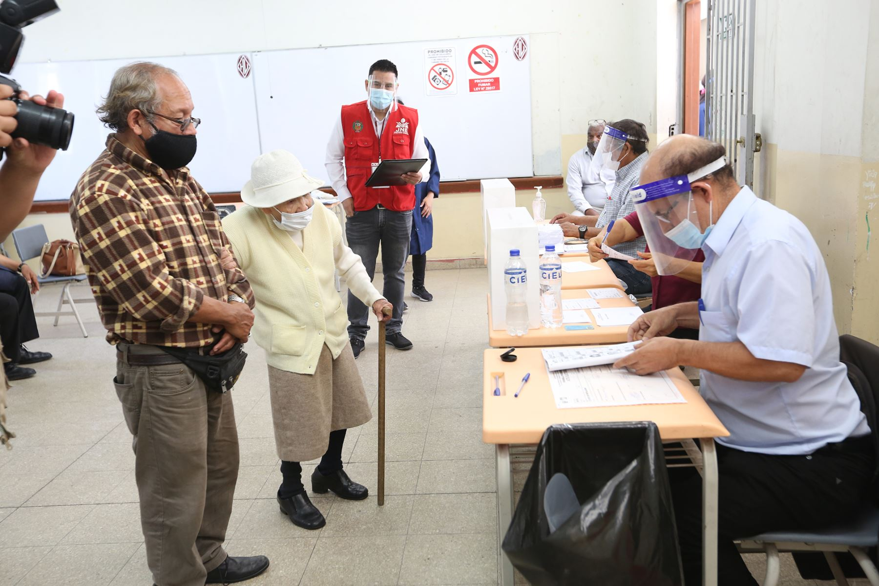 Partidos Políticos participan masivamente en las elecciones internas que se realizan desde las 07:00 horas de hoy en todo el país, como parte de las Elecciones Generales 2021 y elijan a sus mejores cuadros. Foto: JNE