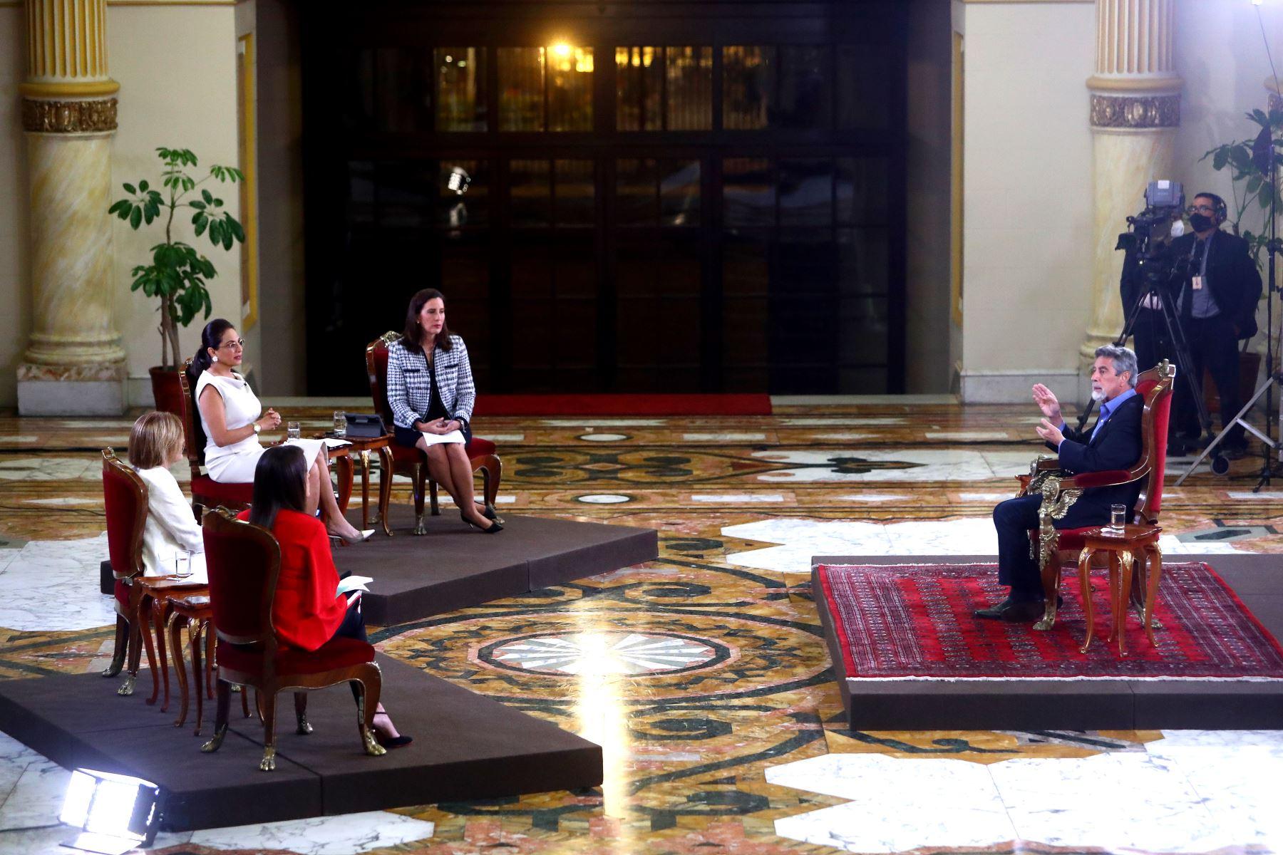 El presidente de la República, Francisco Sagasti, ofrece entrevista, en formato panel, a los programas dominicales del país. Foto: ANDINA/Prensa Presidencia