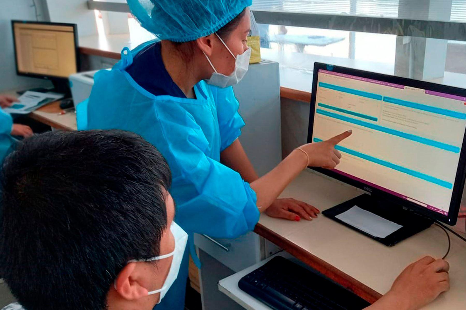 Gracias a las tecnologías digitales se ha dado la implementación de esta medida que simplifica el proceso con seguridad y eficiencia. Foto: ANDINA/Minsa