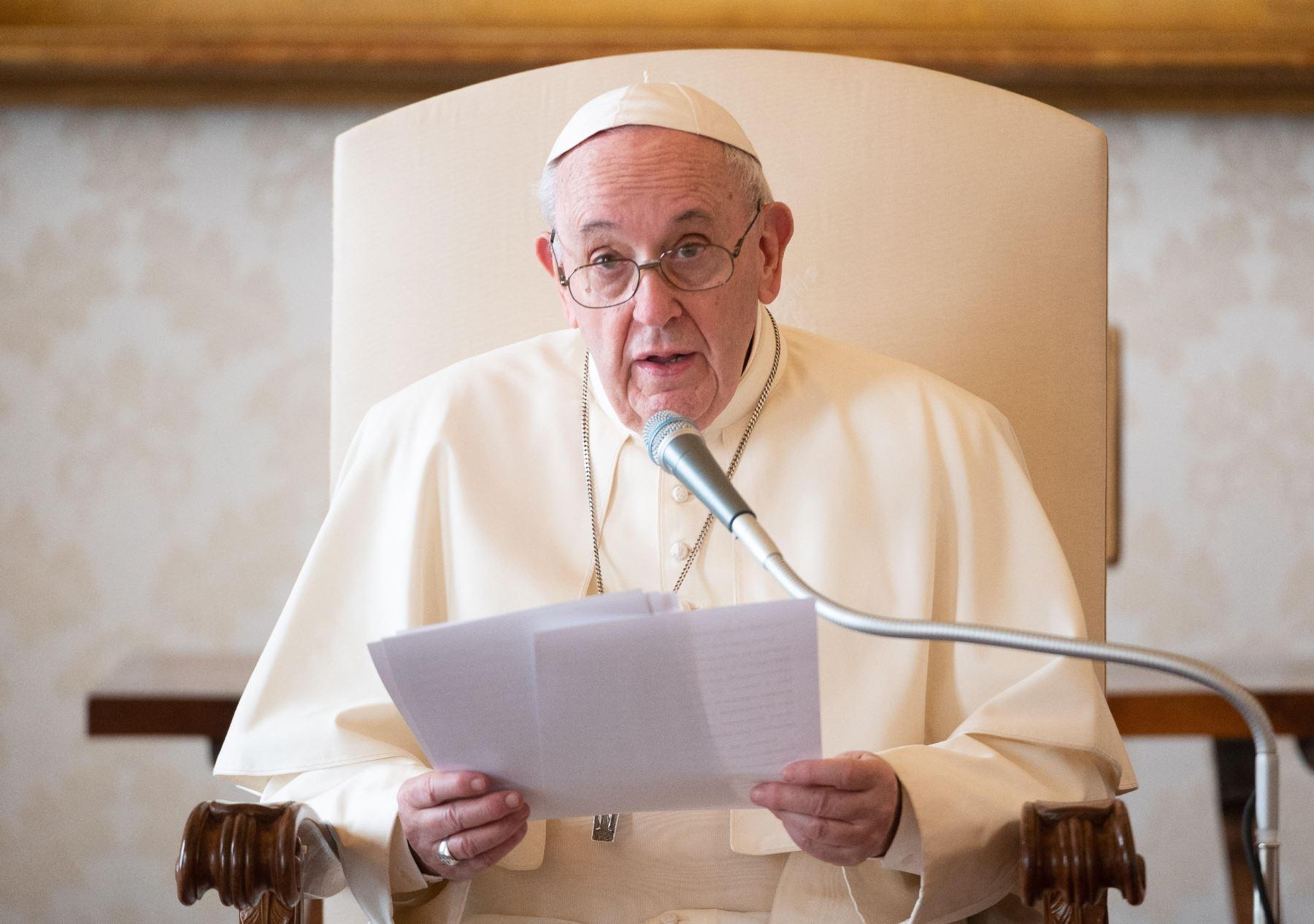 Papa Fracisco pide que se escuche y no defrauden a los jóvenes que piden cambios