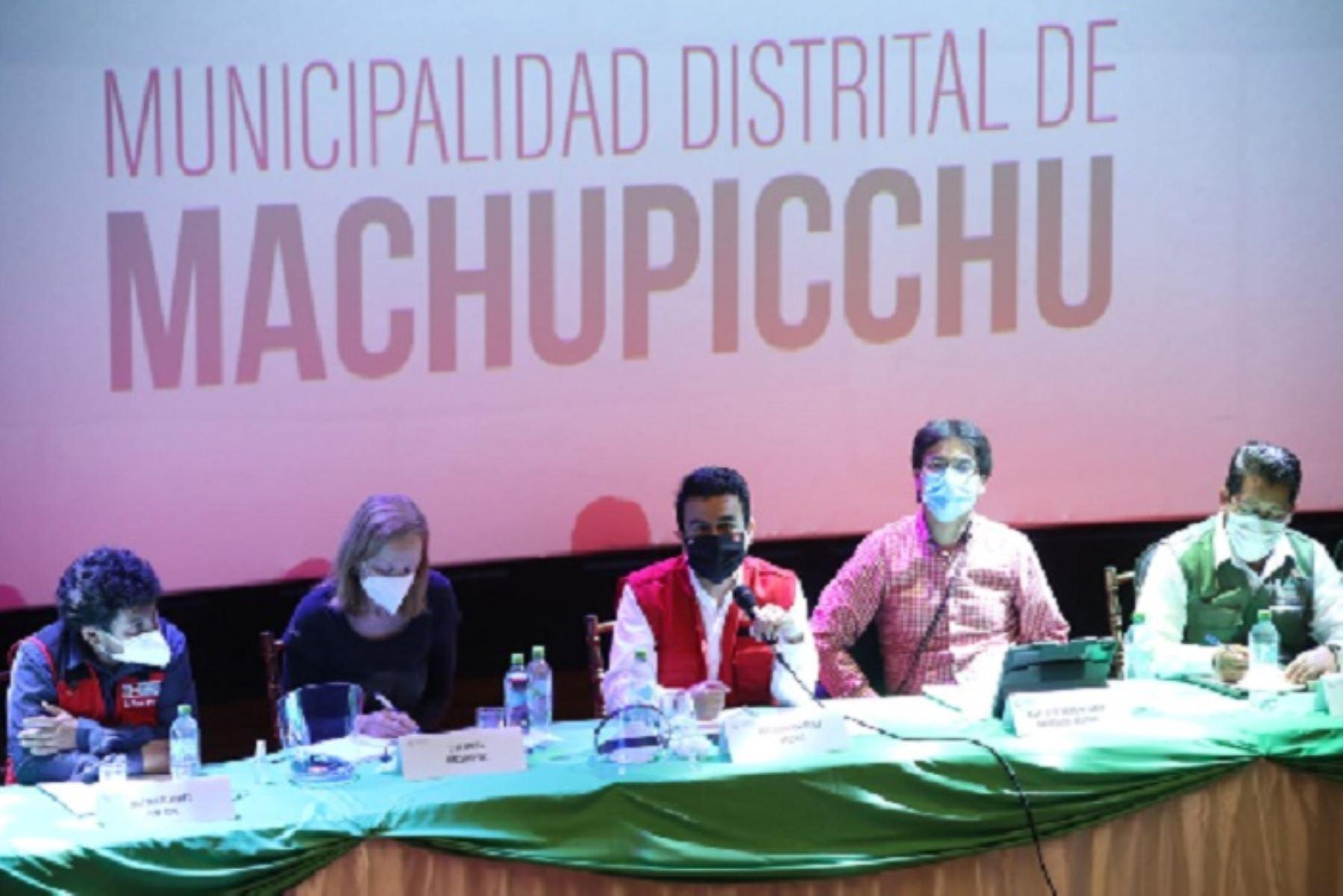 Mesa técnica para abordar problemática del transporte férreo se llevó a cabo en el teatro del distrito cusqueño de Machu Picchu.