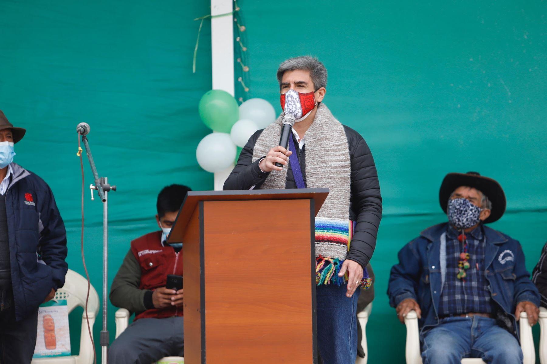 El ministro de Cultura, Alejandro Neyra  inaugura el Museo Municipal del distrito de Pilchaca en Huancavelca. Foto: Mincul