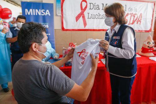 Ministra de Salud  inaugura el  Servicio de Tratamiento Antirretroviral  para atención a usuarios VIH Positivos en Chosica