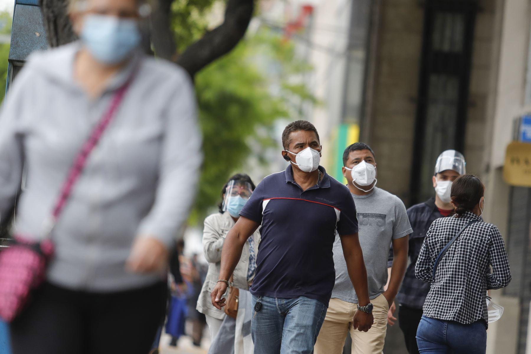 Especialista del INS pide no bajar la guardia y seguir cumpliendo con las medidas sanitarias. Foto: ANDINA/Renato Pajuelo.