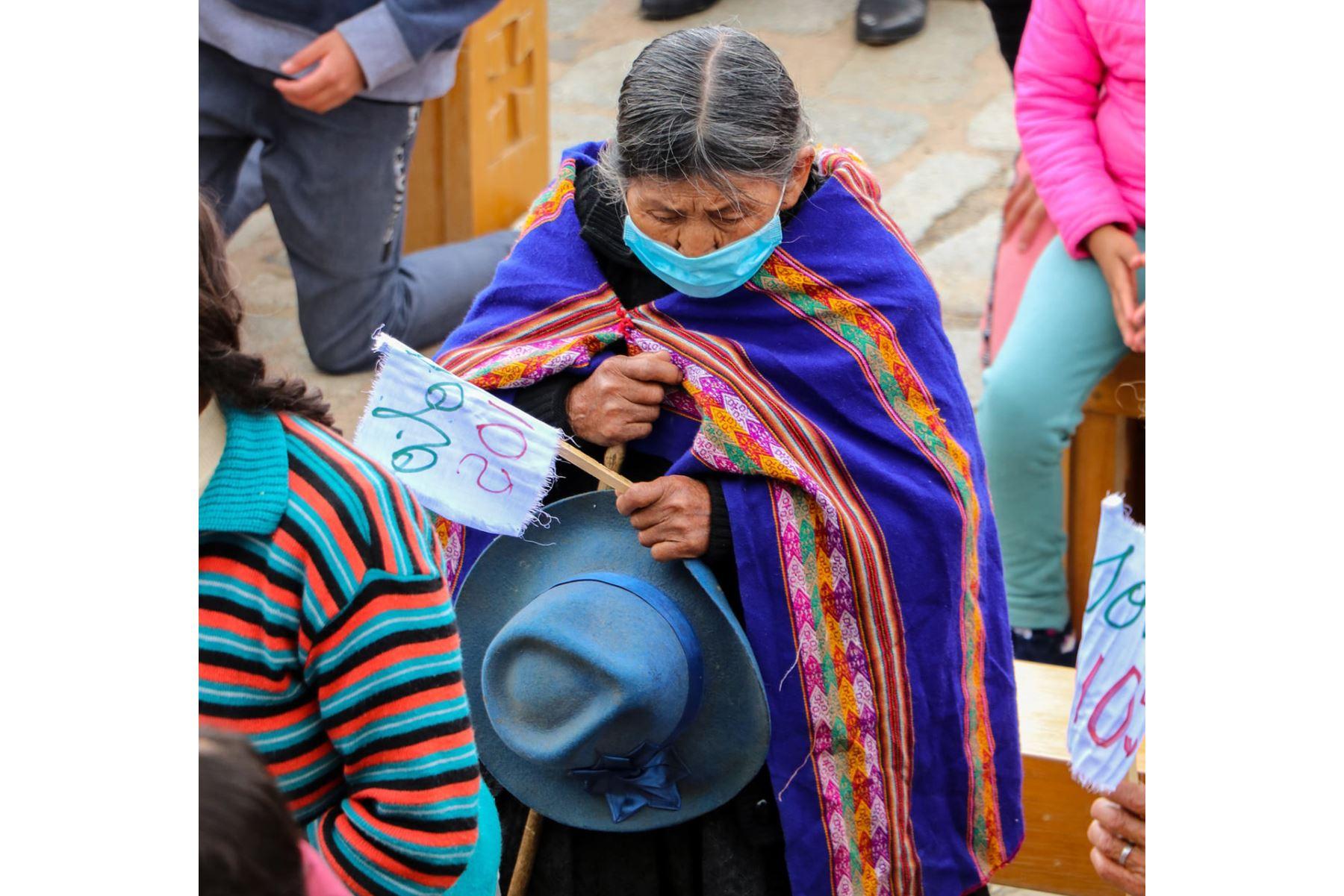 La liturgia en honor al padre Ugo de Censi fue transmitida a través de Facebook Live. Aunque también llegaron  fieles a la iglesia con mascarillas y manteniendo la distancia. Foto: Municipalidad de Asunción