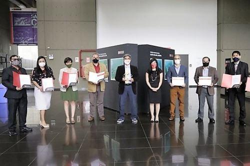 Ministro de Cultura, Alejandro Neyra, y funcionarios de su sector reciben el premio Buenas Prácticas de Gestión Pública 2020.ANDINA/Difusión