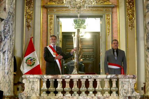 El presidente Francisco Sagasti toma juramento  al ministro del Interior, Cluber Fernando Aliaga Lodtmann