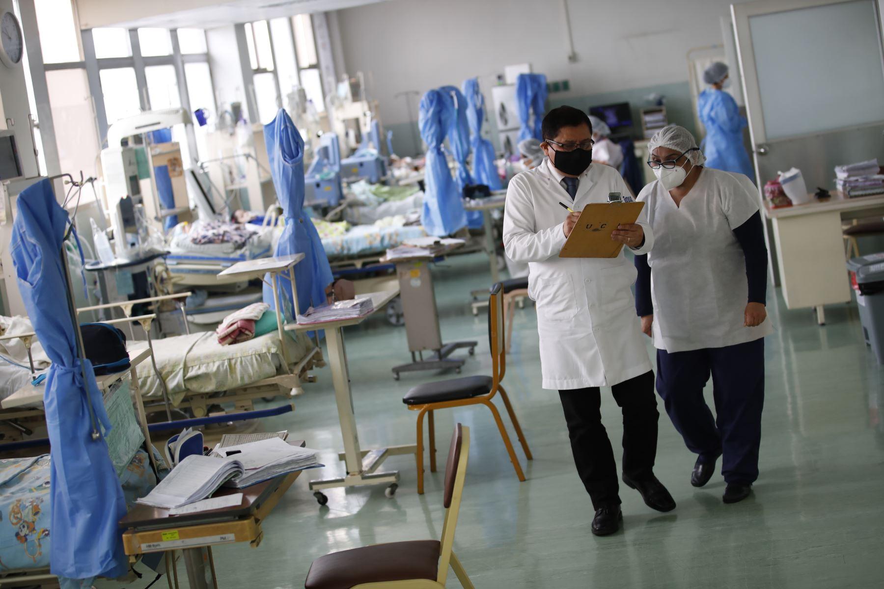 Dr. Jaime Tasayco, jefe de la Unidad de Cuidados Intensivos del Hospital del Niño.Foto: ANDINA / Juan Carlos Guzmán Negrini
