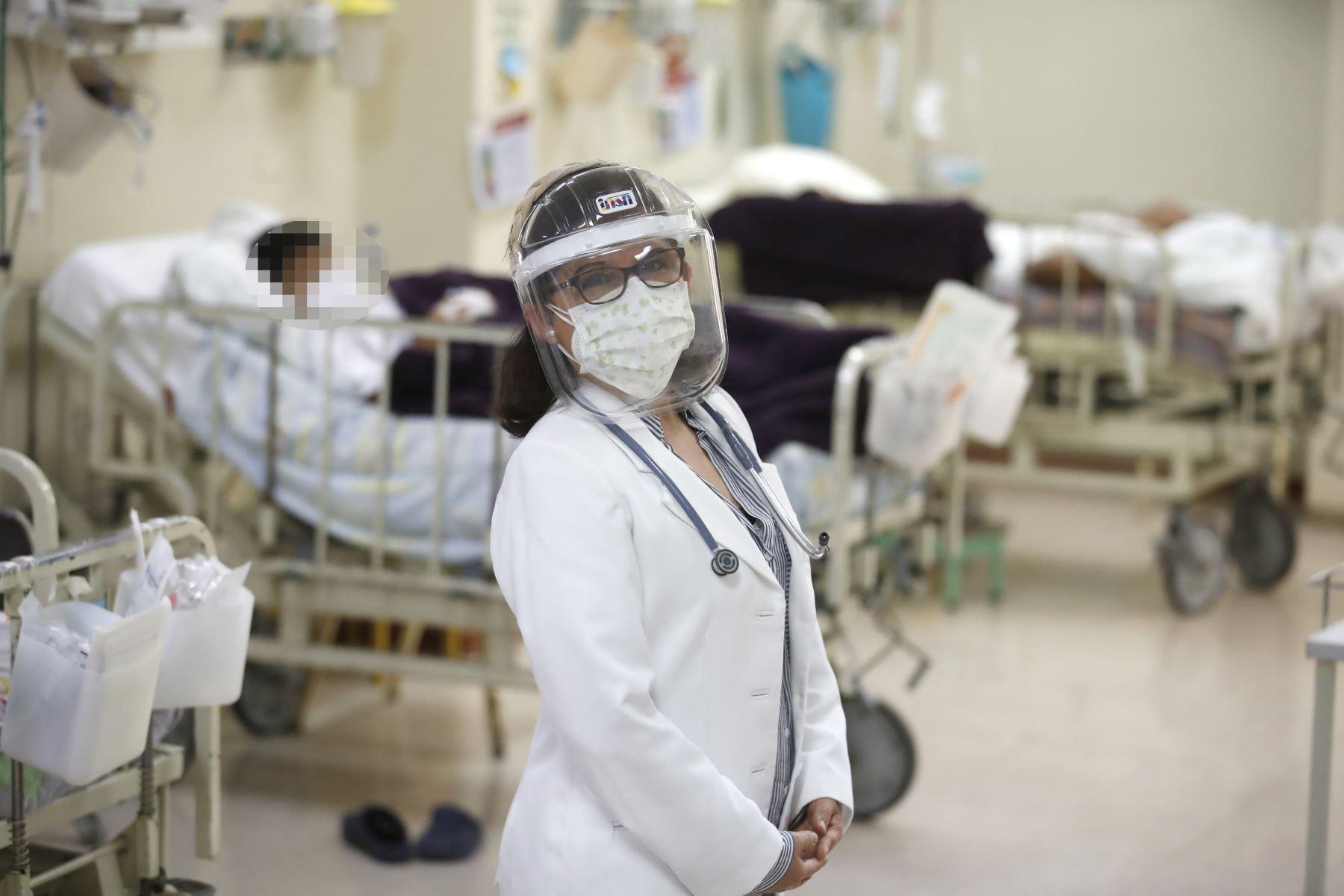 Doctora Rosario Rueda Villarreal, Jefa del Departamento de Emergencia y Áreas Críticas Instituto Nacional de Salud del Niño - Breña.  Foto: ANDINA / Juan Carlos Guzmán Negrini