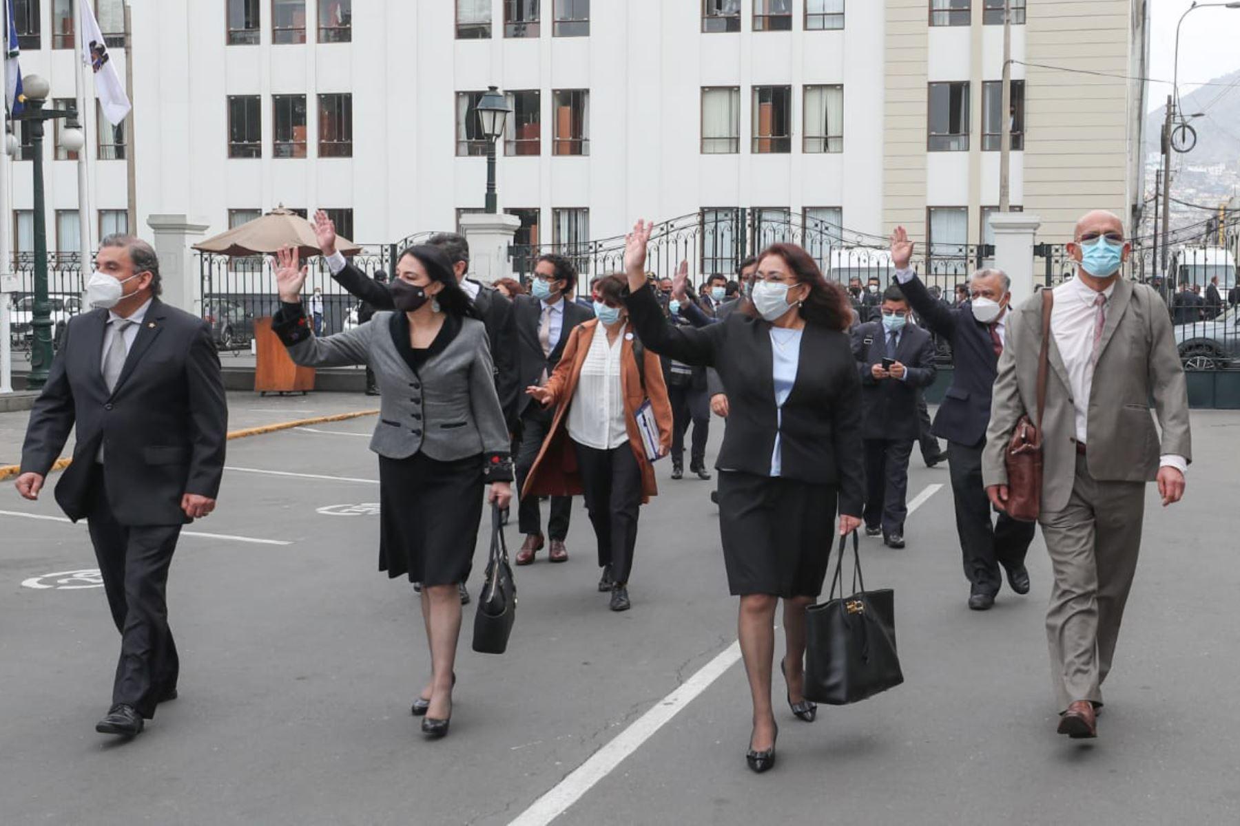 La presidenta del Consejo de Ministros, Violeta Bermúdez, y el Gabinete Ministerial llegaron al Congreso de la República  para solicitar el Voto De Confianza.   Foto: ANDINA/PCM