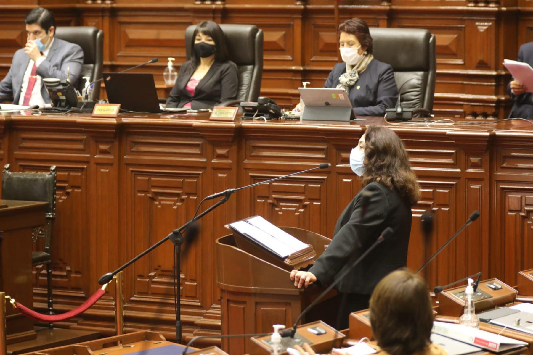 La titular de la Presidencia del Consejo de Ministros,  Violeta Bermúdez Valdivia, inició su exposición ante el Pleno Virtual en cumplimiento del artículo 130 de la constitución política.  Foto: ANDINA/Congreso de la República