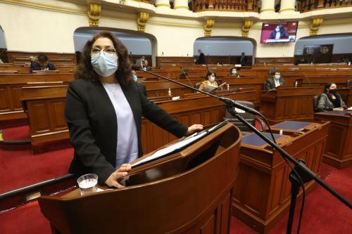 Violeta Bermúdez se presenta ante el pleno del Congreso
