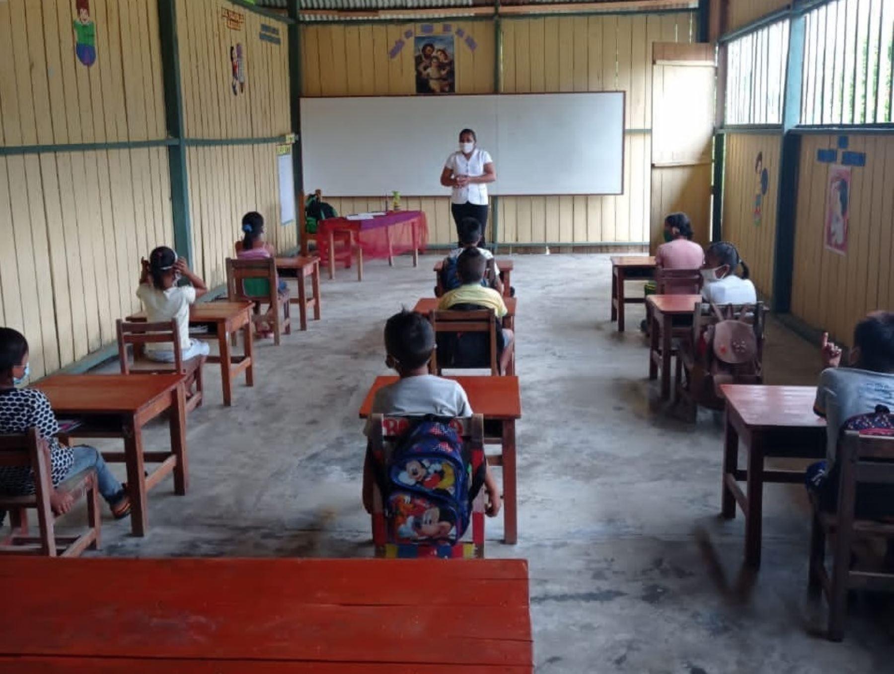Un total de 21,629 estudiantes de 437 colegios ubicados en zonas rurales de diversas regiones han retornado a clases presenciales.
