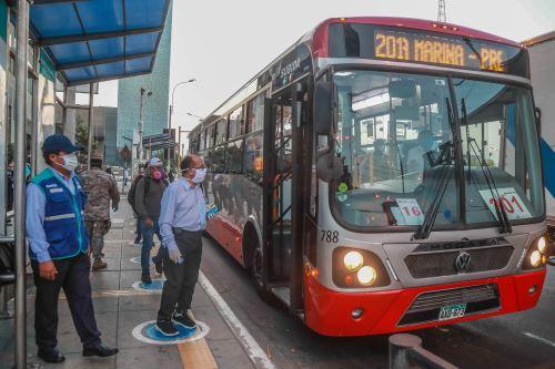 El sistema de corredores complementarios redujo la movilización de usuarios diarios de 425,000 a 160,000. Foto: ANDINA/ATU