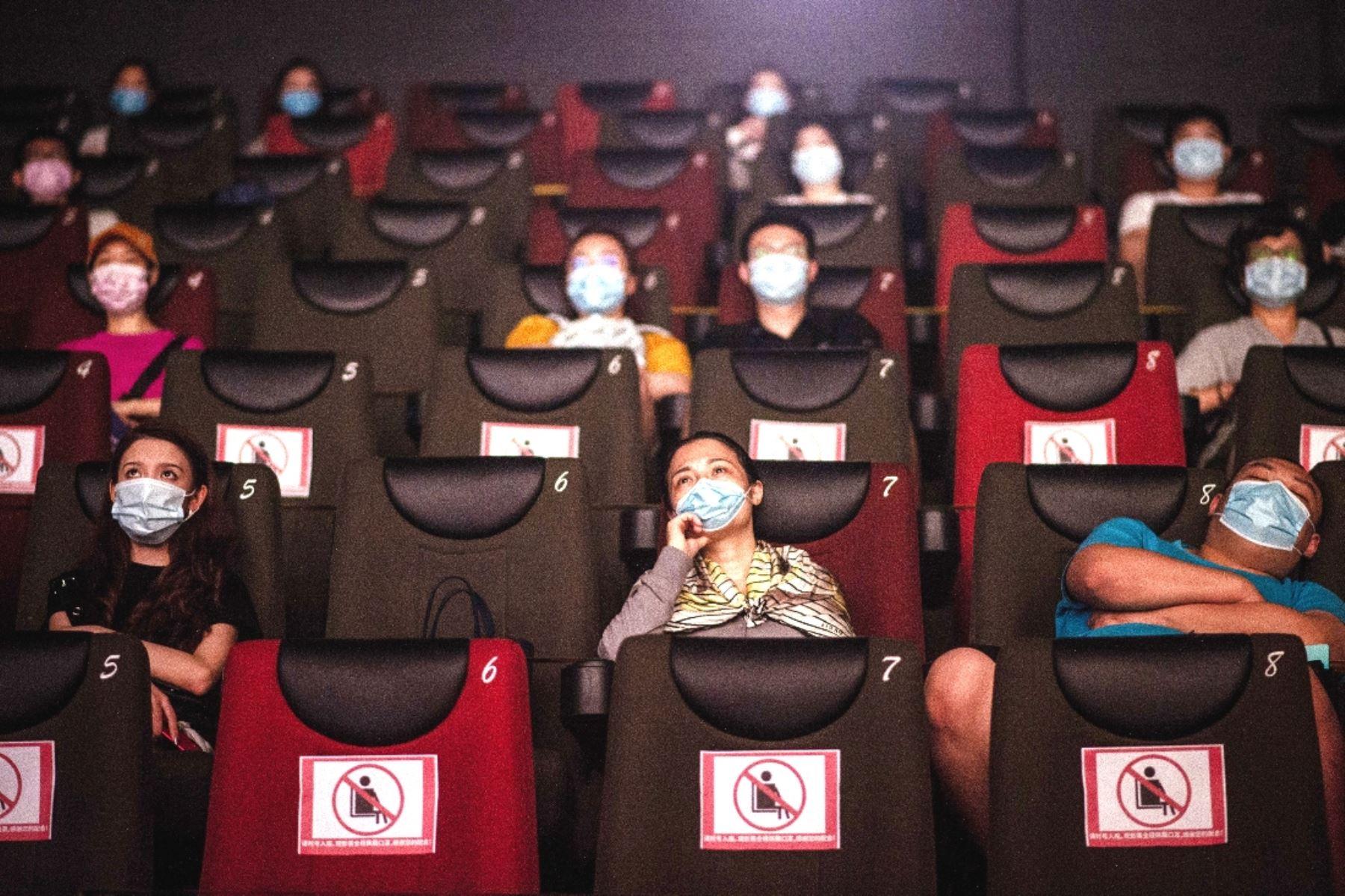 Covid-19: sigue estos consejos para evitar contagiarte en los cines