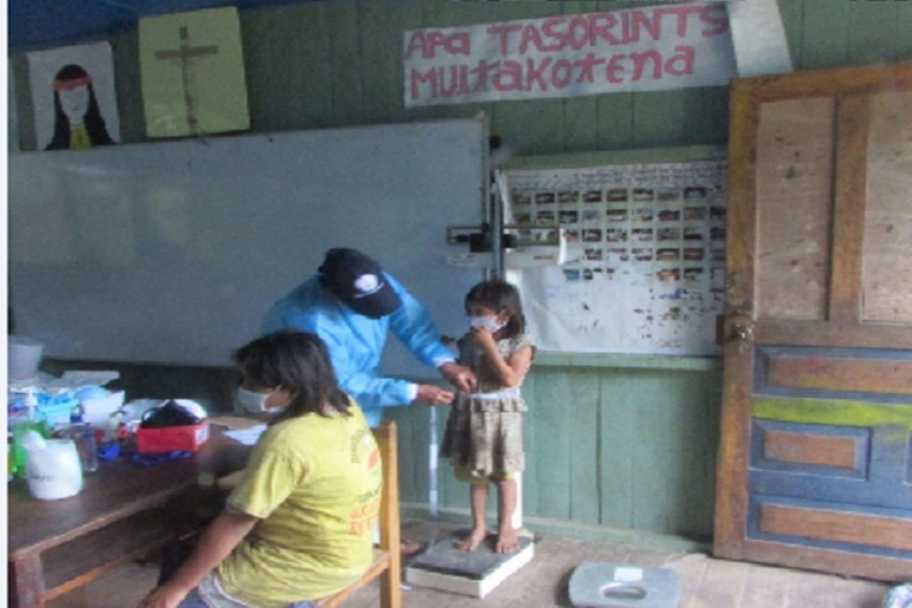 La campaña incluye la inmunización de la población contra la influencia y difteria, control de niños sanos y el tamizaje de covid-19 con prueba serológica. Asimismo, la actividad se complementa con acciones de capacitaciones y sensibilizaciones de prevención y promoción de la salud frente al covid-19