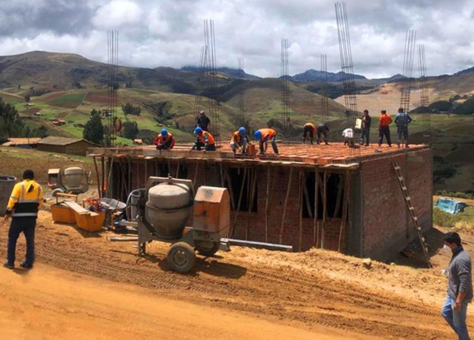 Minera construye una casa a hermanos huérfanos de Huamachuco, en La Libertad. Sus padres murieron en un accidente de tránsito en octubre pasado. ANDINA/Difusión