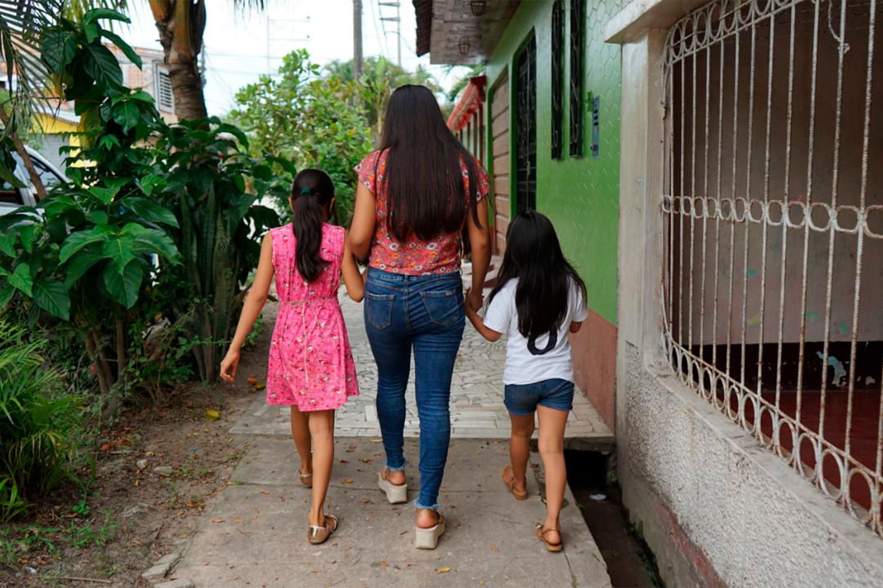 Entre marzo y octubre del 2020, 879 niñas, niños y adolescentes han sido dirigidos a un entorno familiar seguro. Es decir, viven con familias extensas de sangre, y si esto no es posible son acogidos en una familia que, sin tener ningún vínculo con ellos, los reciben en el seno de su hogar. Foto: ANDINA/Difusión