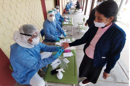 Desde que empezó la pandemia hasta las 22:00 horas de ayer se procesaron muestras para 18 millones 728 mil 727 personas por la covid-19. ANDINA/ Minsa