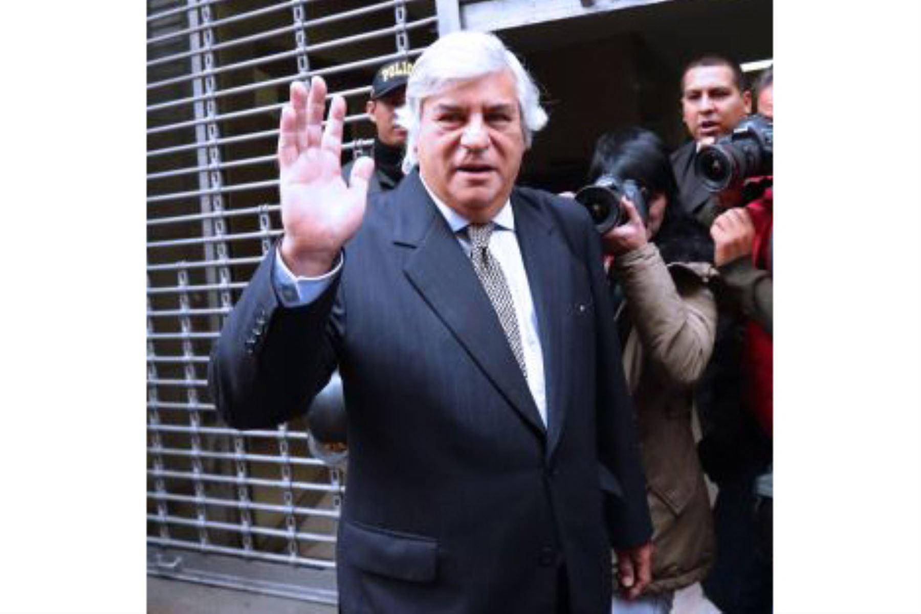 El exparlamentario Fernando Olivera no pudo inscribir a su partido ante el JNE. Foto: ANDINA/difusión.
