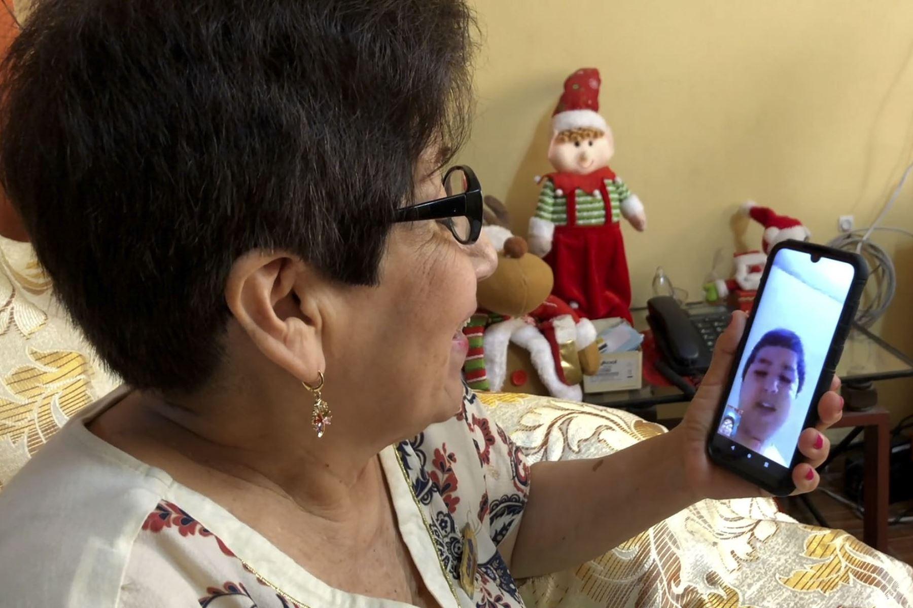 EsSalud impulsa talleres de memoria virtuales para reentrenar la mente y lo aprendido. Foto: ANDINA/difusión.