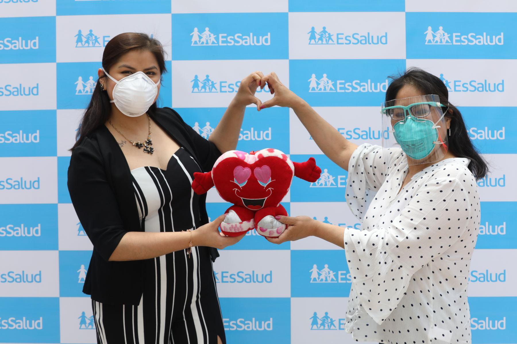 Jessica Nora Guerrero Huachio (45) y Emely Mendoza Pacheco (29), desde hace un año disfrutan de un nuevo corazón gracias al trasplante que realizaron especialistas de Incor. ANDINA/EsSalud
