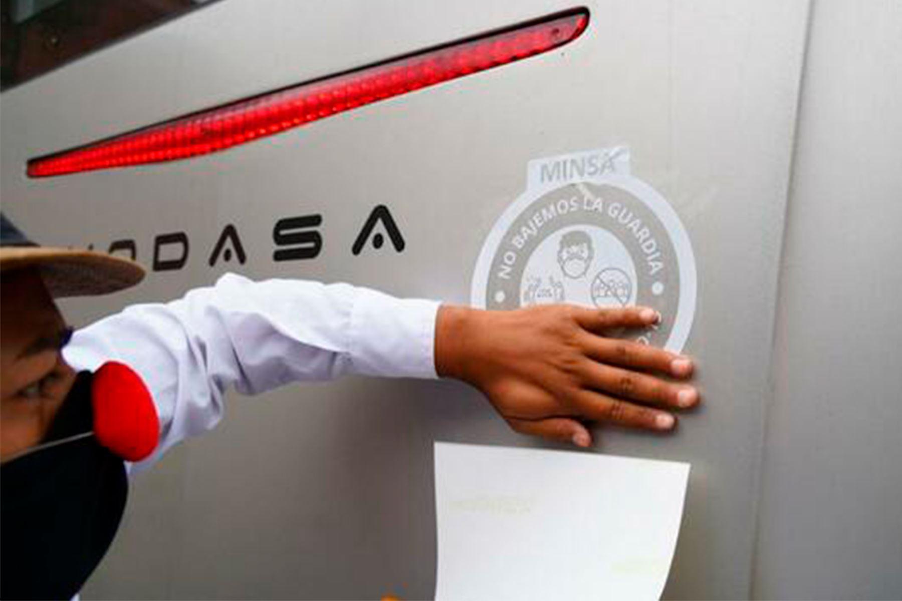 Desde paradero del Centro de Lima, se realizaron acciones de sensibilización a pasajeros y conductores para reducir contagios. Foto: ANDINA/Difusión