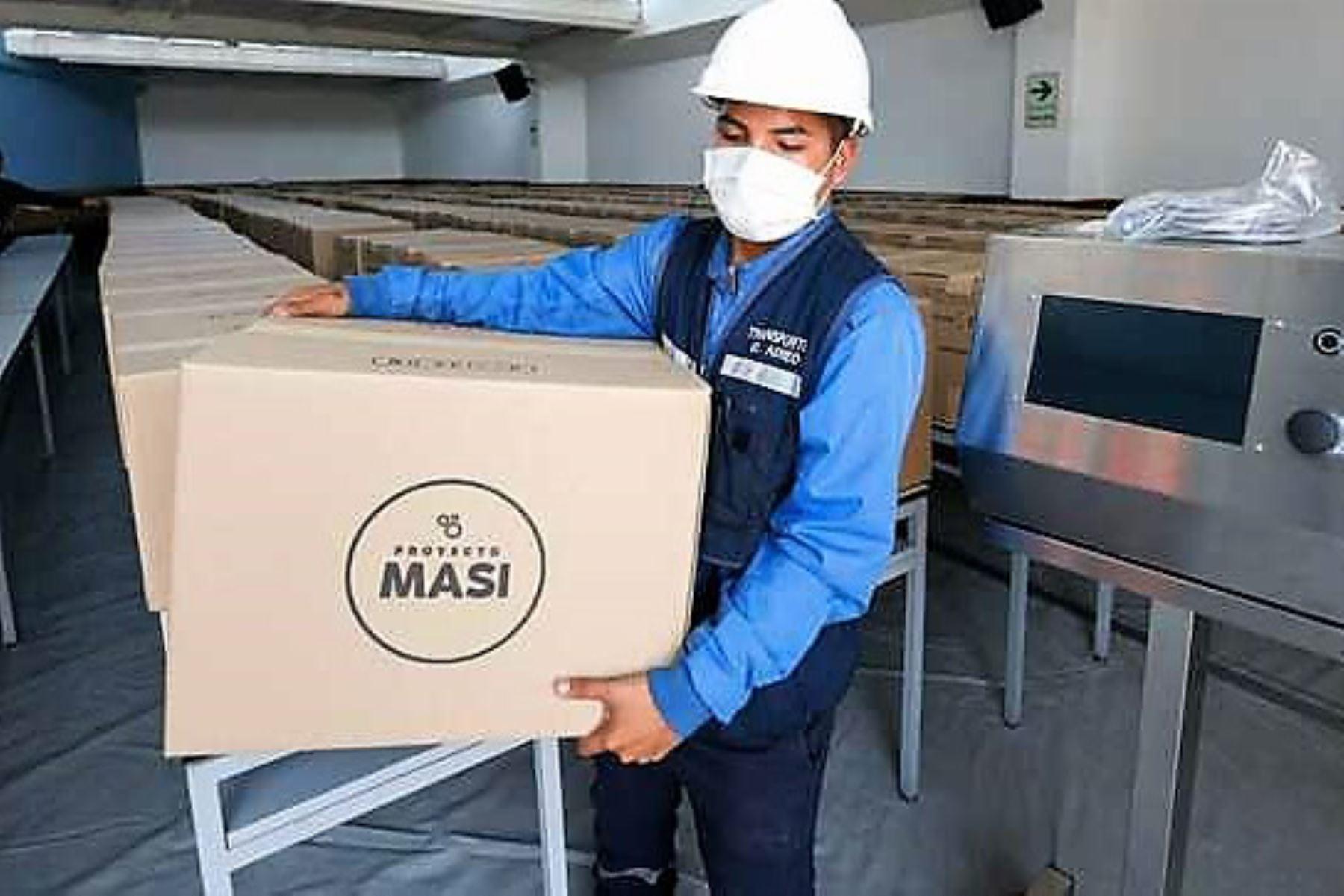 El Ministerio de Salud recibió un lote de equipos de ventilación mecánica donados por la Pontificia Universidad Católica del Perú (PUCP). Foto: ANDINA/Difusión.