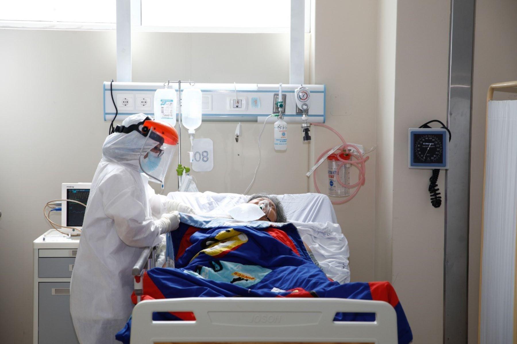 EsSalud tiene registrado actualmente a 1,553 pacientes internados en las UCI, cifra equivalente al máximo histórico, que ocurrió el 13 de agosto del 2020, desde que inicio la pandemia. Foto: ANDINA/EsSalud.