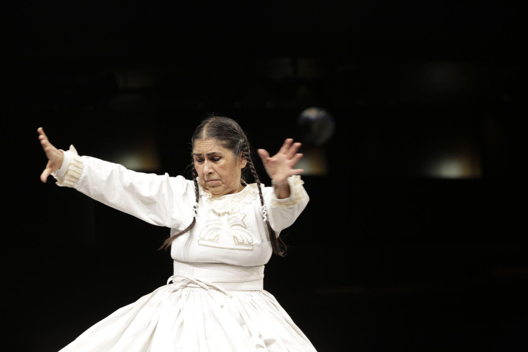 yuyachkani-y-el-gran-teatro-nacional-presentan-rosa-cuchillo-el-desmontaje