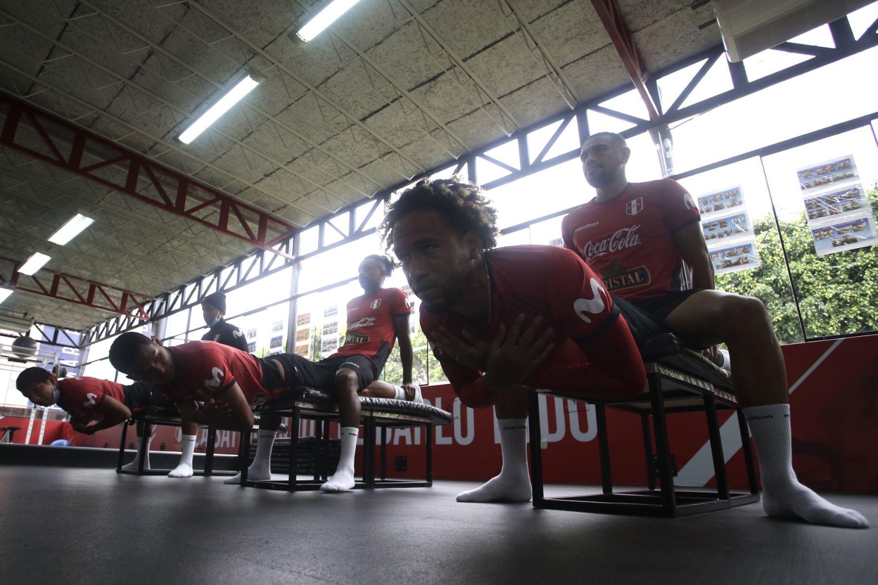 Pedro Gallese, Edison Flores, Yordy Reyna, Alexander Callens, Andy Polo y Marcos López fueron los futbolistas que iniciaron las prácticas hasta que deban reintegrarse a sus clubes para el inicio de la temporada 2021. Foto: FPF