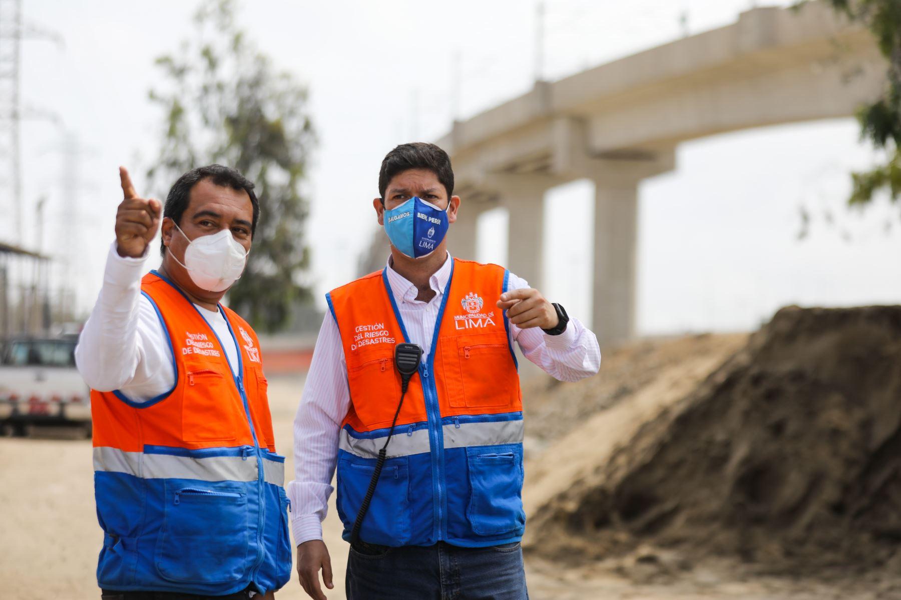 La Municipalidad Metropolitana de Lima, realizó el llenado de sacos terreros en el AH Nueva Caja de Agua en Cercado de Lima como medida de prevención ante un posible desborde del río Rímac. Foto: MML