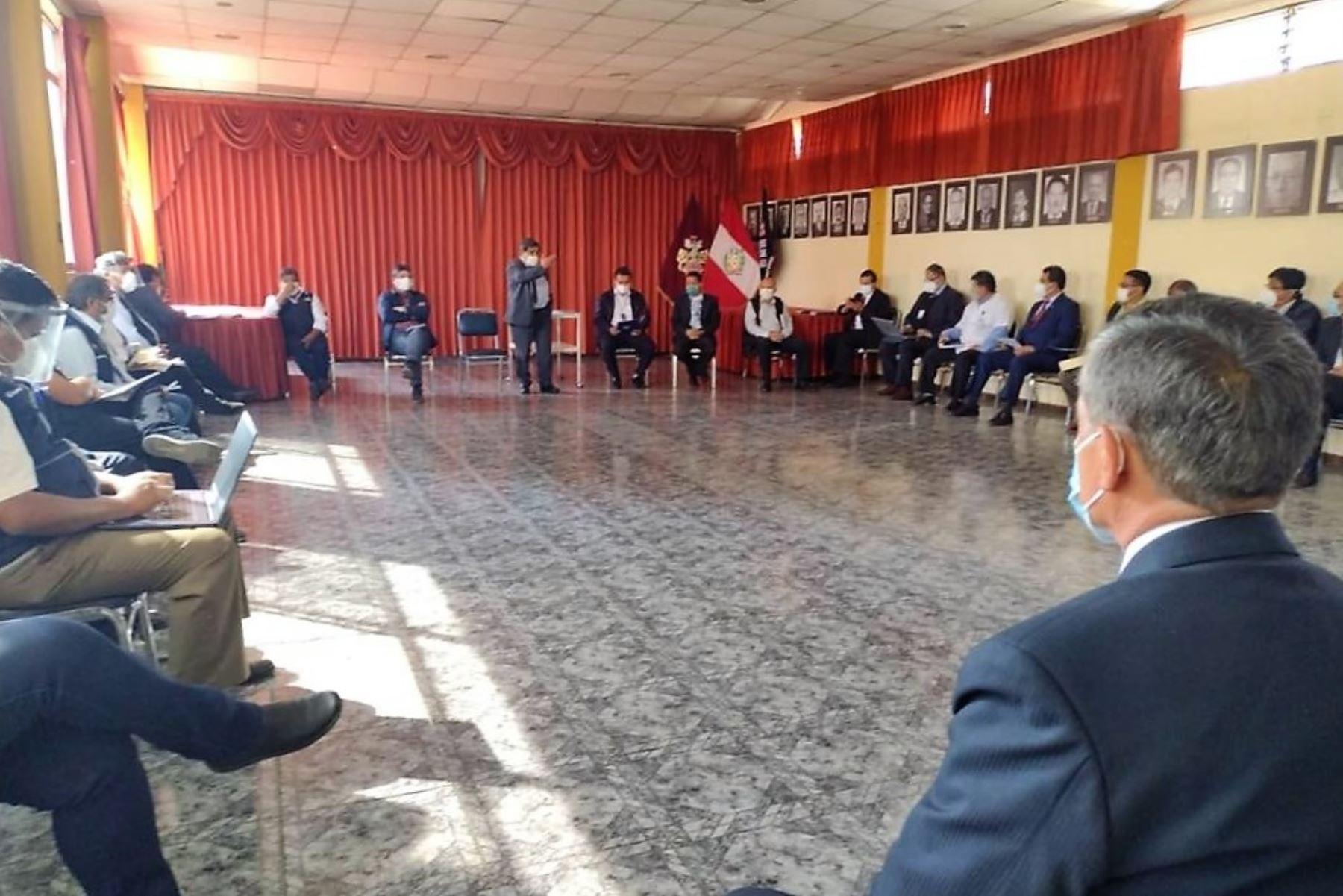 Delegación del Minsa dialoga con autoridades y representantes regionales de salud en Arequipa.
