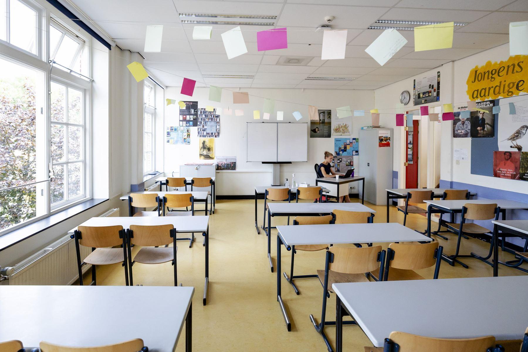covid-19-paises-bajos-extiende-a-febrero-el-cierre-de-colegios