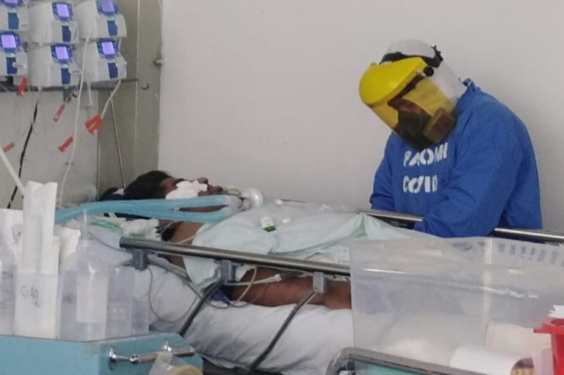Las 17 camas con las que cuenta el Hospital III Chimbote (Áncash) en su UCI covid se encuentran ocupadas con pacientes críticos. Foto: ANDINA/Difusión