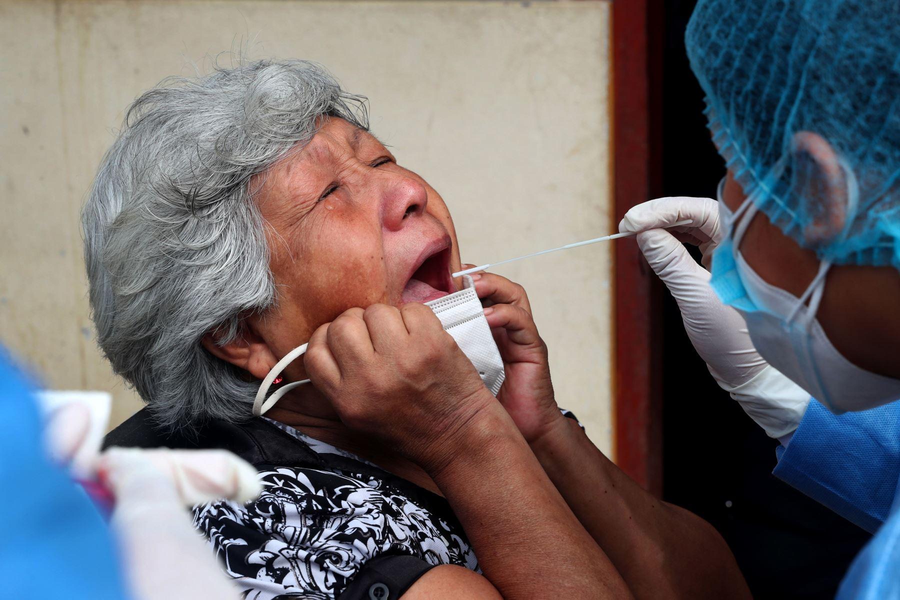 Fuerzas Armadas están desplegadas en diversos puntos del país para llevar a cabo la Operación Tayta. Atención primaria en salud para las personas más vulnerables, Esto es lo que está ocurriendo en Villa María del Triunfo. Foto:ANDINA/MindefPeru