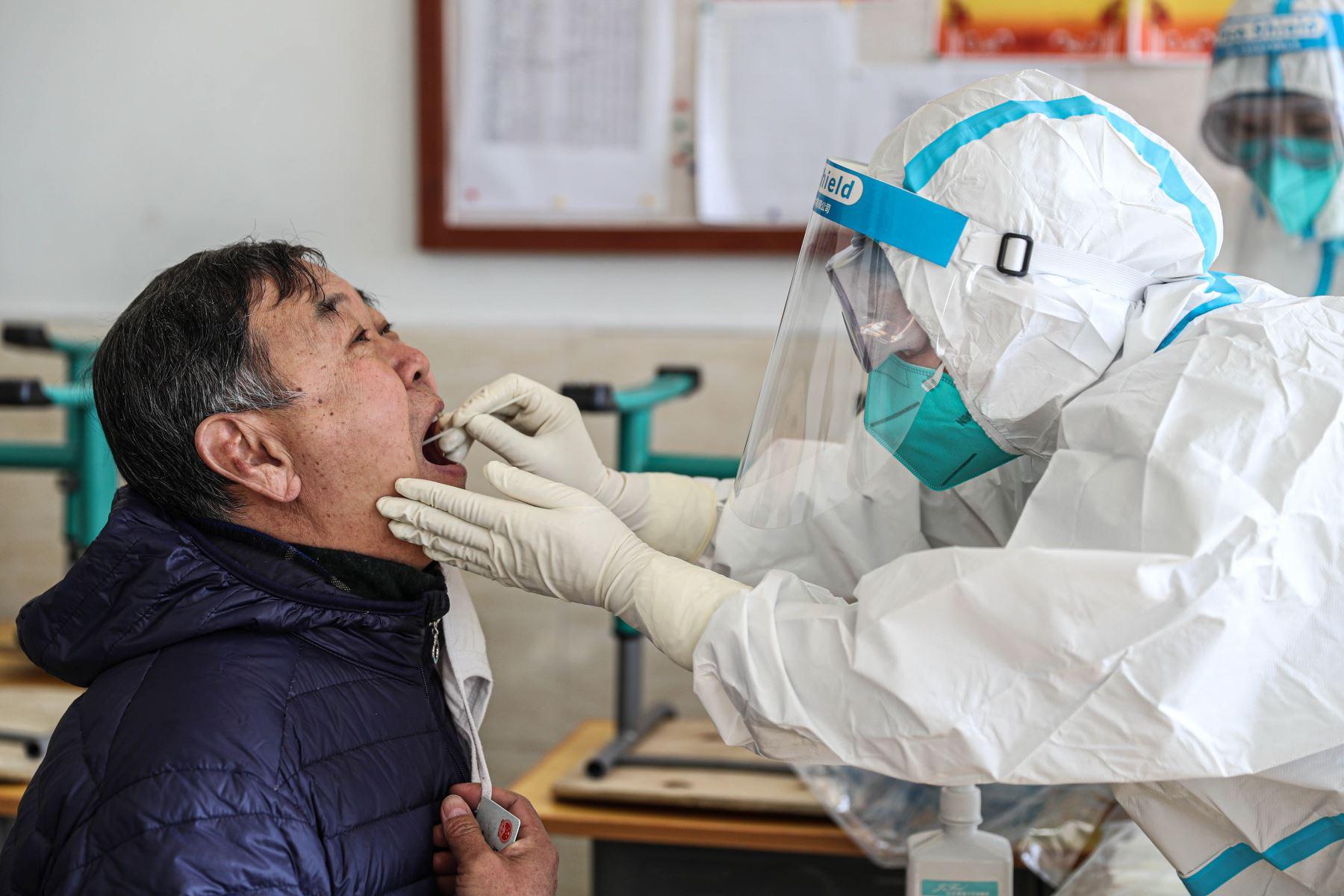 El domingo, Rusia confirmó su primer caso de la nueva cepa de covid-19, que sería mucho más contagiosa, según científicos. Foto: AFP