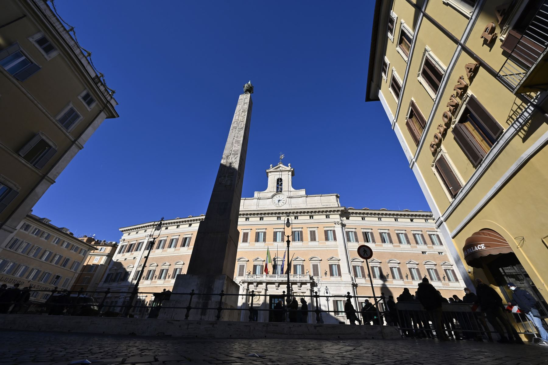 Vista general en Roma muestra el Palazzo Montecitorio, sede de la Cámara de Diputados de Italia. Foto: AFP